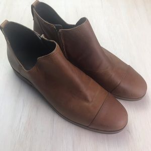 Timberland | brown leather booties | size 9.5